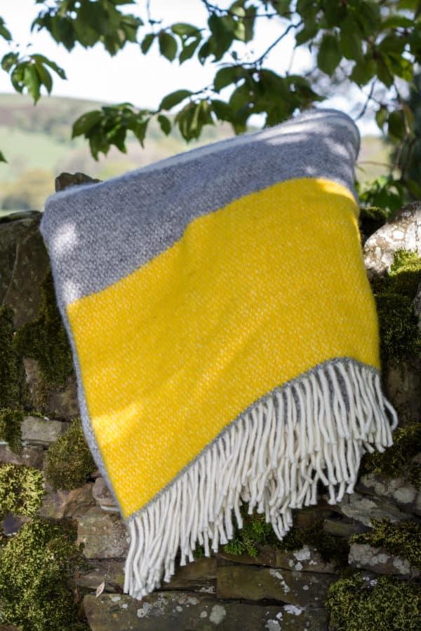 Grey & Yellow Illusion blanket